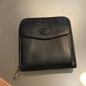 Vintage Dooney zip around wallet